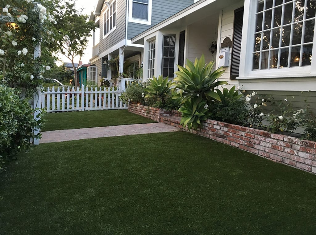 Manhattan Beach front yard with K9Grass installed by ForeverLawn Pacific Coast