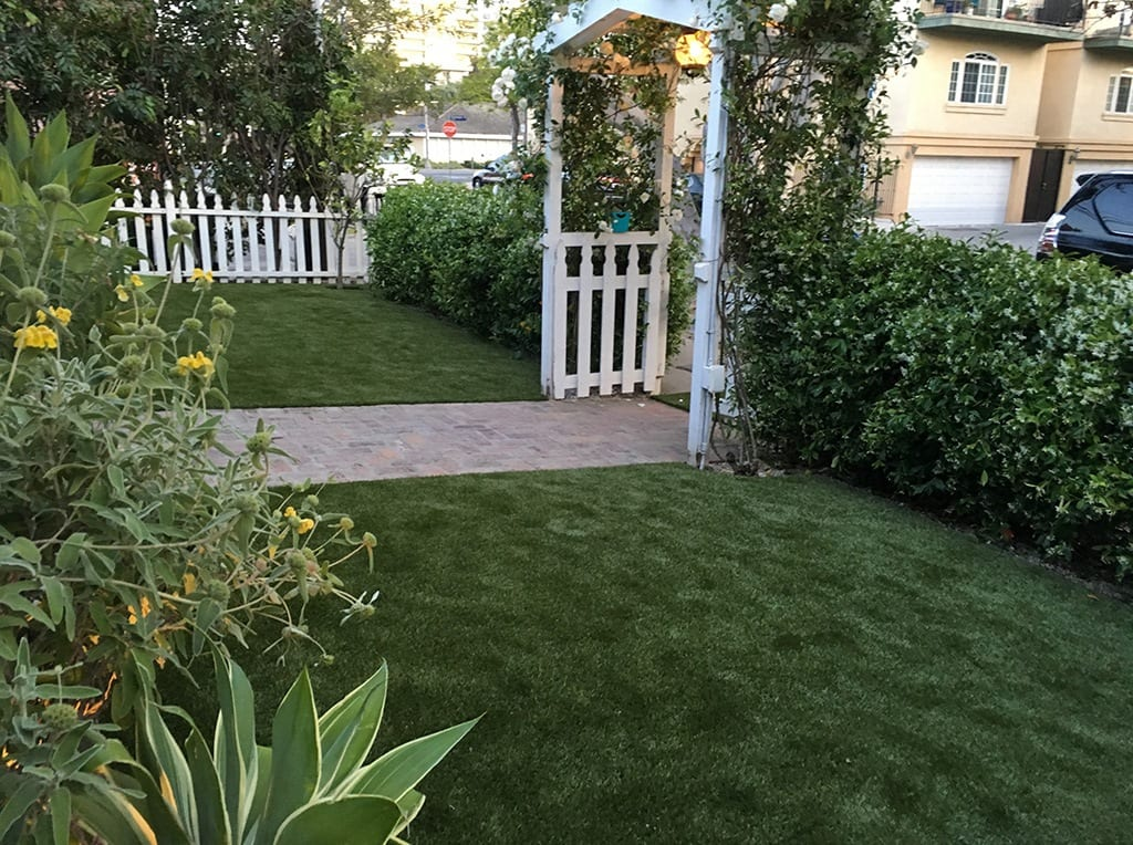 View of pergola and brick walkway in Manhattan Beach residential front yard after K9Grass installation